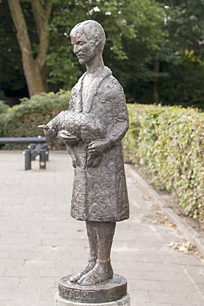 10a Herder met lam 'Hij roept', mw. van den Berg - Been